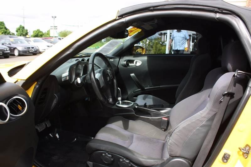 2005 Nissan 350Z  2d Roadster