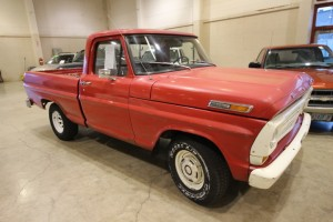 1968 Ford F100 SW Red/White
