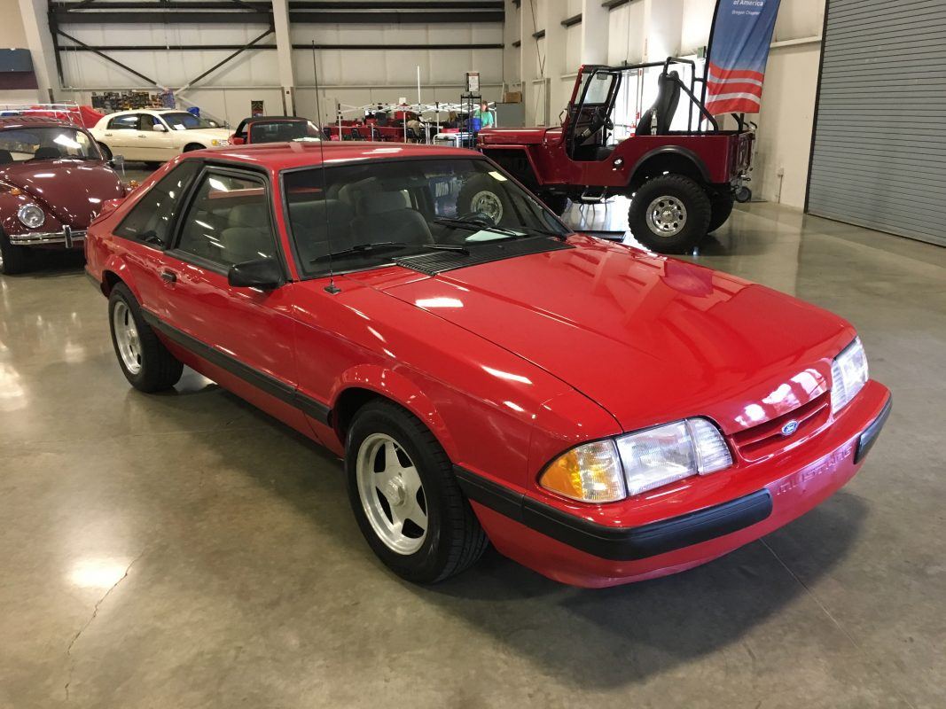 Lot 7 .   1991 Ford Mustang