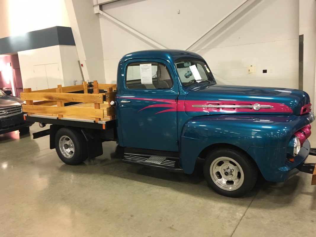 Lot 81 .    1952 Ford Flatbed