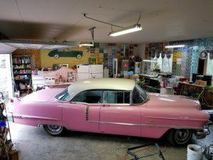 1957 Cadillac Sedan DeVille Pink/White