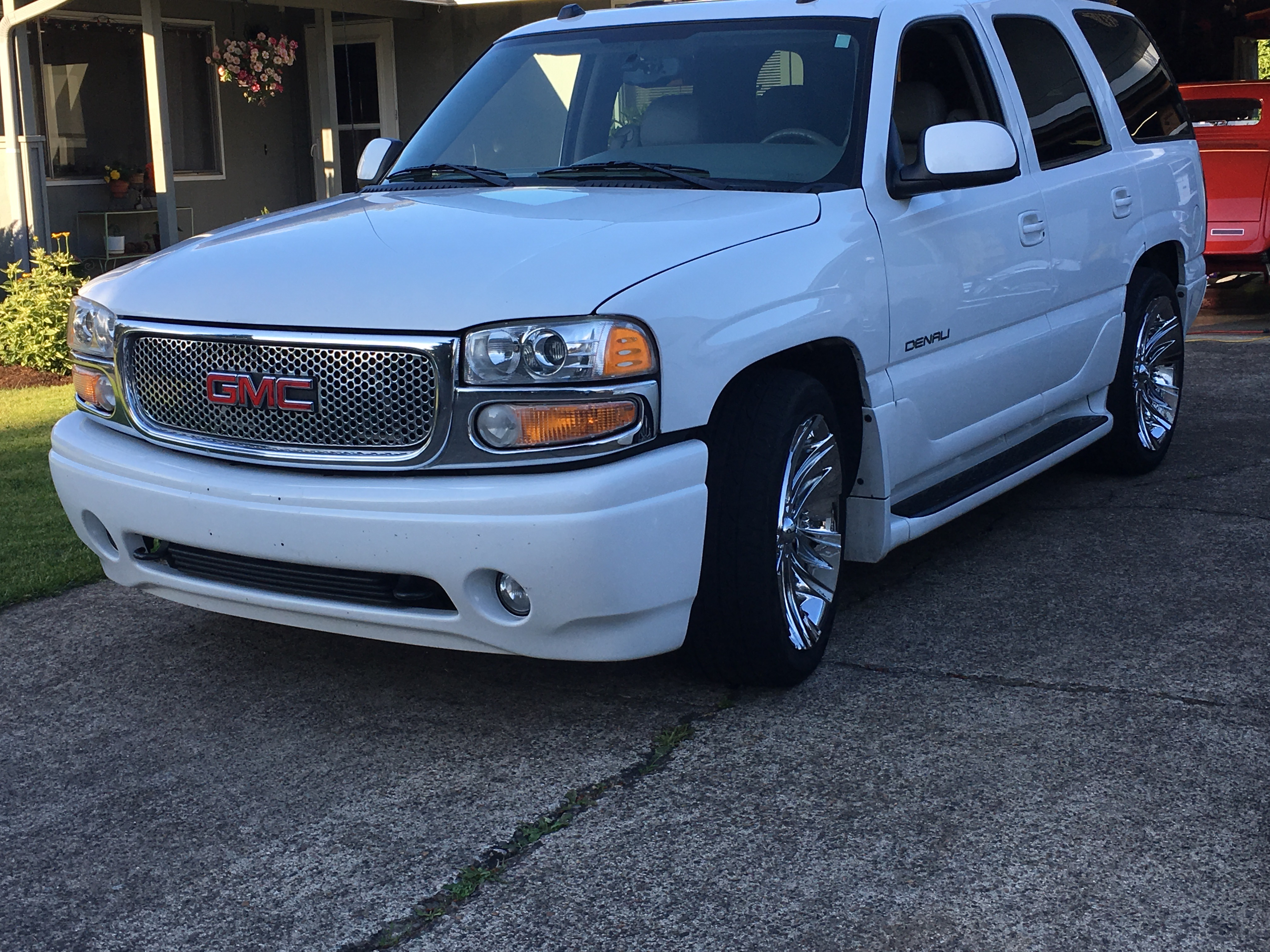 2005 GMC Denali White
